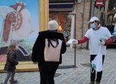 Volontari a Fano con La via della felicitaÌ